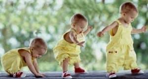 melatih bayi belajar berjalan, cara melatih bayi belajar berjalan, cara melatih bayi belajar berjalan usia 1 tahun