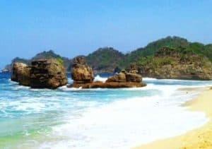 wisata pantai di malang - Pantai-Kondang-Merak