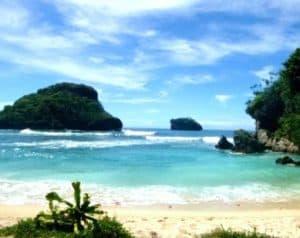 wisata pantai di malang - pantai goa cina