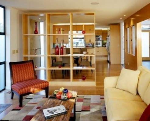 sekat ruangan minimalis rak kayu