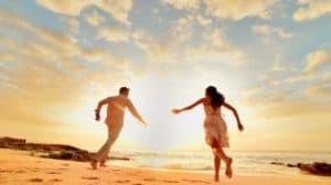 photo prewedding di pantai | HamilPlus.Com 2021
