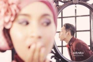 prewedding islami indoor menggunakan cermin2