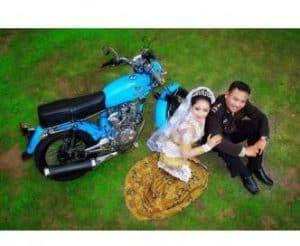 prewedding motor CB dari atas | HamilPlus.Com 2021