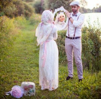 prewedding vintage hijab klasik retro menggunakan properti kaca balon | HamilPlus.Com 2021