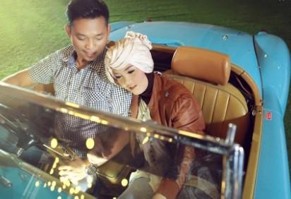 prewedding vintage hijab menggunakan properti mobil VW 2 | HamilPlus.Com 2021