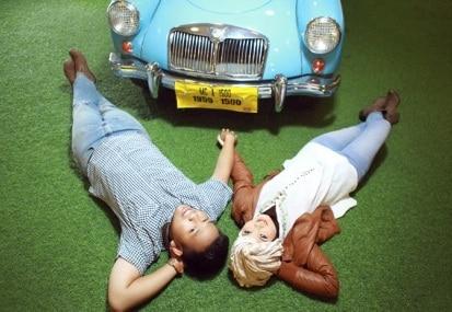 prewedding vintage hijab menggunakan properti mobil VW | HamilPlus.Com 2021