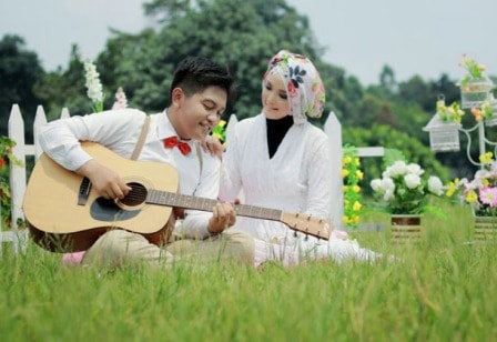 prewedding vintage hijab muslim tema musik gitar | HamilPlus.Com 2021
