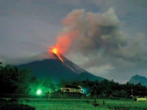 arti mimpi gunung meletus 1