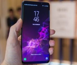 Kelebihan Samsung Galaxy S9 Plus display body material