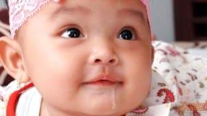 Mengapa Bayi Sering Ngeces