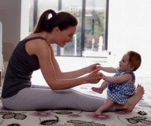 Cara Melatih Bayi Duduk