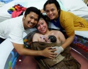 foto melahirkan didalam air waterbirth