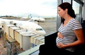 hamil muda naik pesawat