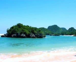 wisata pantai di malang - pantai gatra