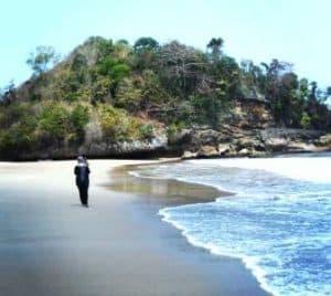 wisata pantai di malang - pantai bajul mati