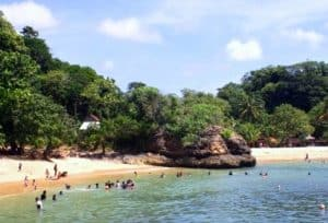 wisata pantai di malang - pantai ngliyep malang - hamilplus
