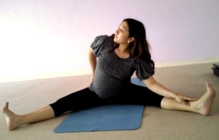 olahraga untuk ibu hamil di rumah mudah dipraktekkan. contoh gerakan Olahraga Untuk Ibu Hamil di Rumah