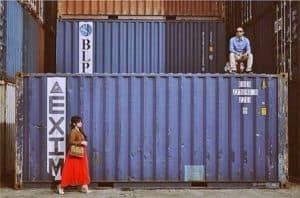 pre wedding unik dan lucu di pelabuhan bongkar muat   HamilPlus.Com 2021