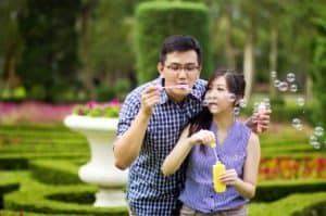 prewedding taman bunga nusantara prperti memanfaatkan gelembung air dan balon   HamilPlus.Com 2021