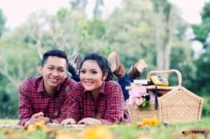 prewedding taman bunga nusantara tema piknik   HamilPlus.Com 2021