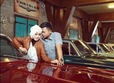 prewedding vintage hijab klasik di museum angkut malang   HamilPlus.Com 2021