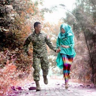 prewedding TNI tentara AD outdoor taman
