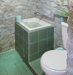 kamar mandi minimalis ukuran 2x1,5