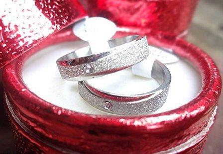 kado valentine unruk pacara cincin lamaran