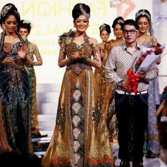 Desainer kebaya modern Indonesia ayok dwipancara Desainer kebaya modern Indonesia ayok dwipancara