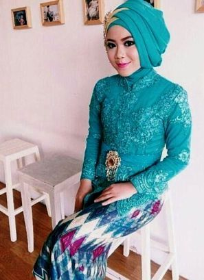 Model Baju Kebaya Jumputan