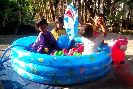 Kado Untuk Anak 1 Tahun Mandi Bola kolam renang plastik