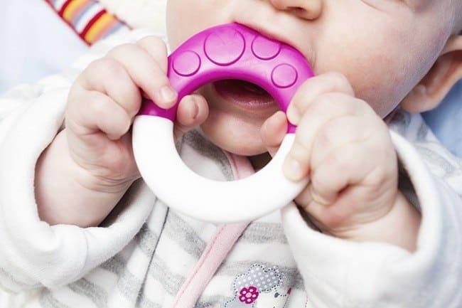 bayi 9 bulan belum tumbuh gigi