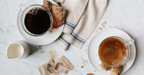 Cara Menghilangkan Ngantuk di Pagi Hari Yang Paling Efektif menggunkan kopi atau teh usir kantuk