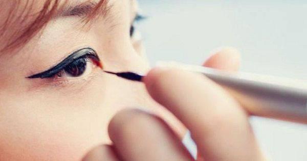 Eyeliner untuk Mempertegas Riasan dan Bentuk Mata