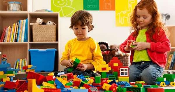 cara mengembangkan kecerdasan visual spasial dengan bermain balok dan kubus
